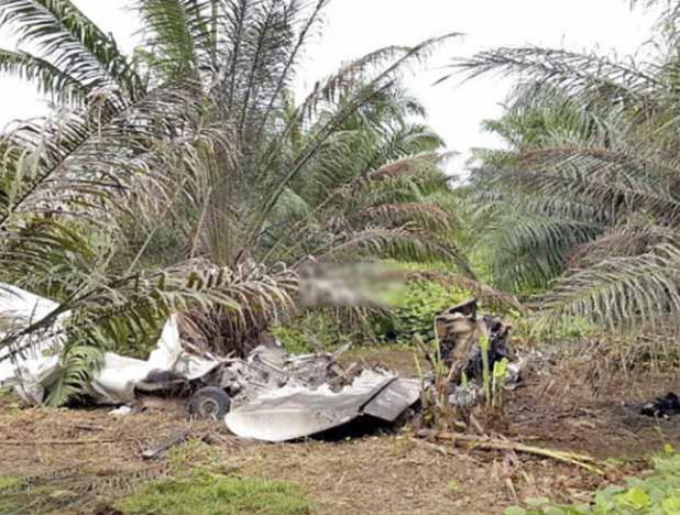 Mueren tres personas en accidente de avioneta