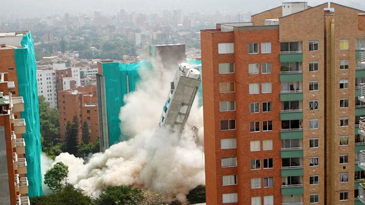 Derrumban un edificio de 18 pisos en Colombia (+video)