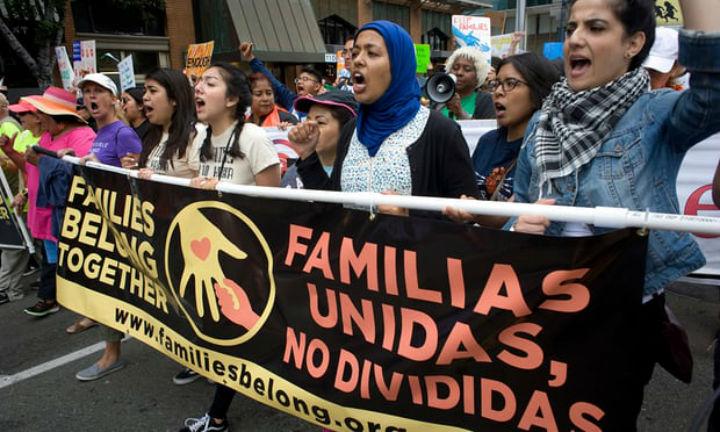 Un tribunal de EE.UU. ordena reunir a las familias migrantes separadas