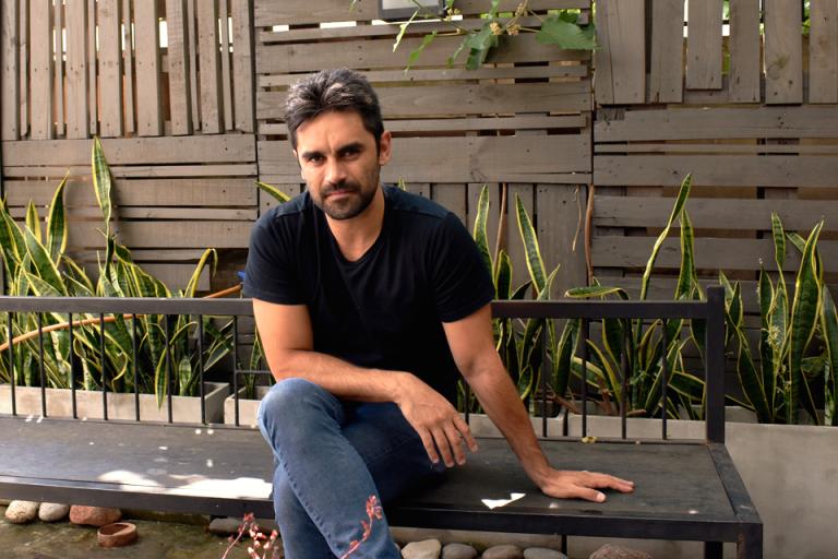 Construcción de la mentira: el debut literario del actor trasandino Gonzalo Heredia