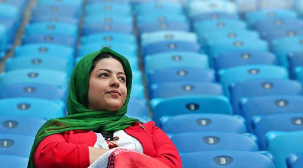 Familias iraníes tienen prohibido ver partidos de fútbol en espacios públicos ¿Descubre por qué?