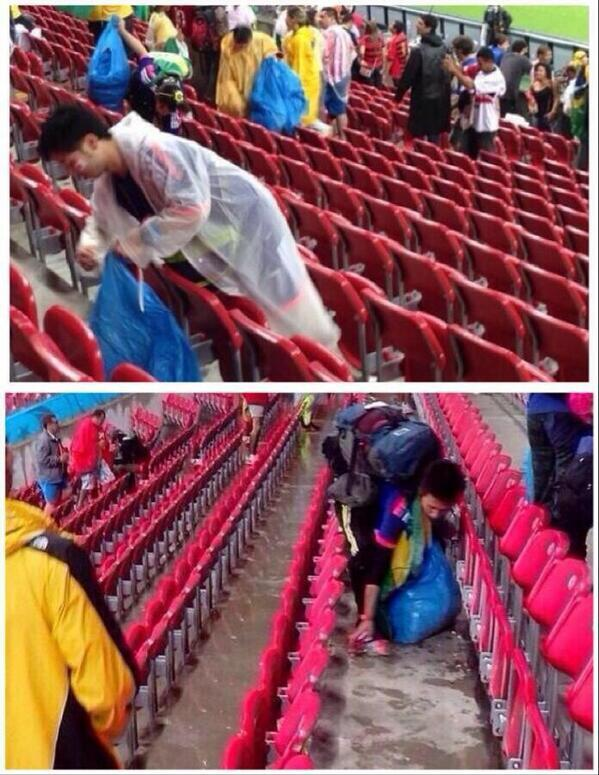 Fanáticos japoneses recogen la basura después de los partidos mundiales