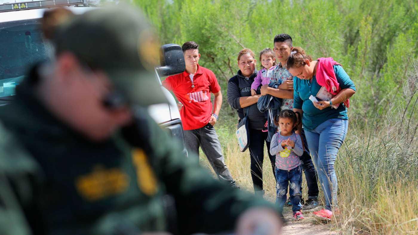 Estadounidenses rechazaron política migratoria que encarcela a niños con sus padres