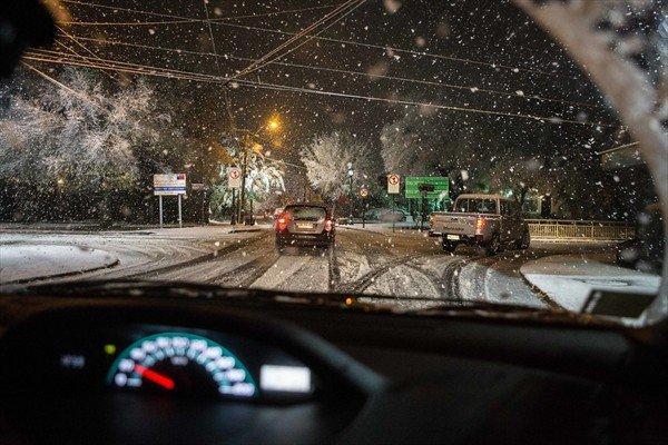 Intendencia Metropolitana suspende las clases en nueve comunas de Santiago por anuncio de nieve