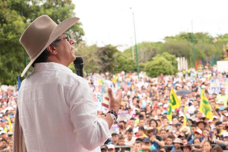 Gustavo Petro avanza con una espectacular remontada, según encuesta