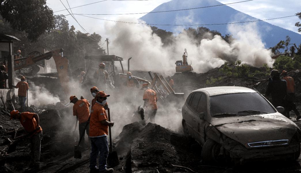 Evacúan zona cero del Volcán de Fuego por descenso de lahar
