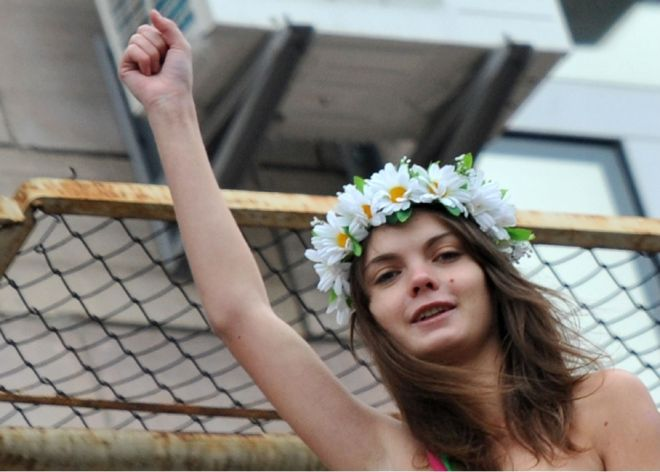 Fundadora del grupo feminista Femen se suicidó en París