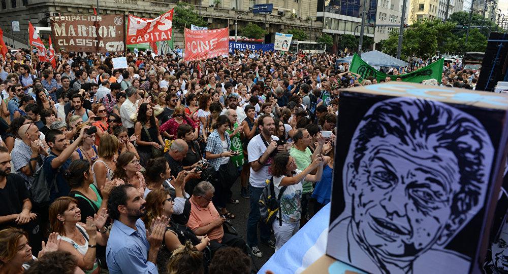 Macri congela ingreso de empleados públicos hasta el final de su mandato