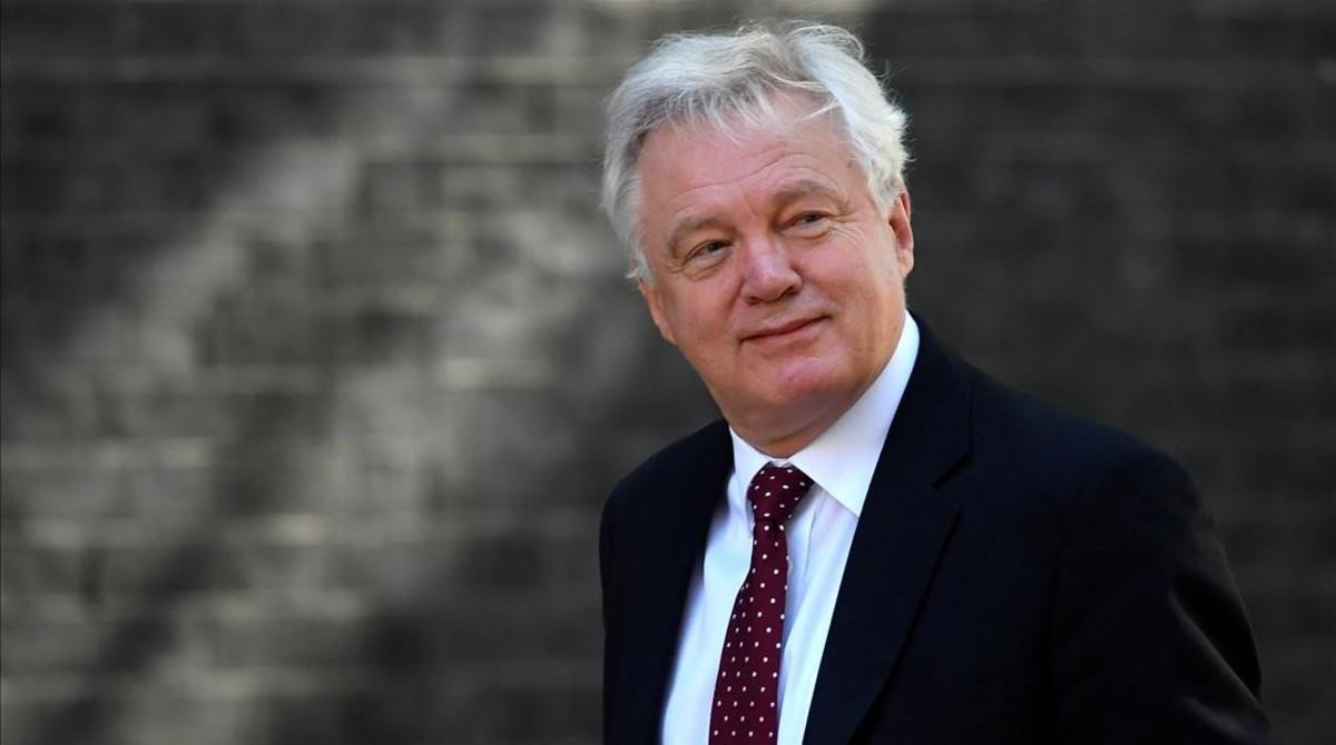 Renunció David Davis ministro británico del Brexit