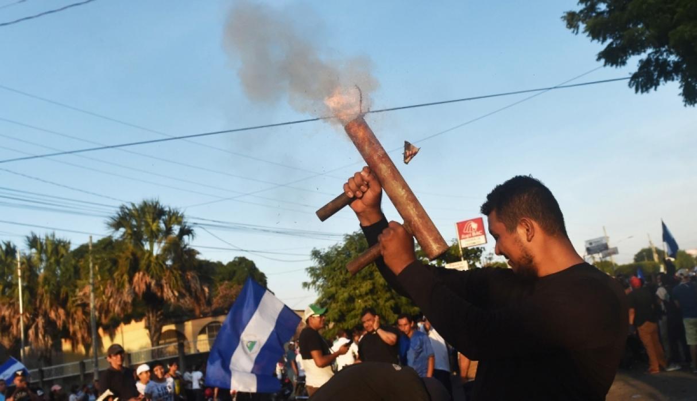 Grupos violentos mataron a cuatro policías y a un maestro en Nicaragua