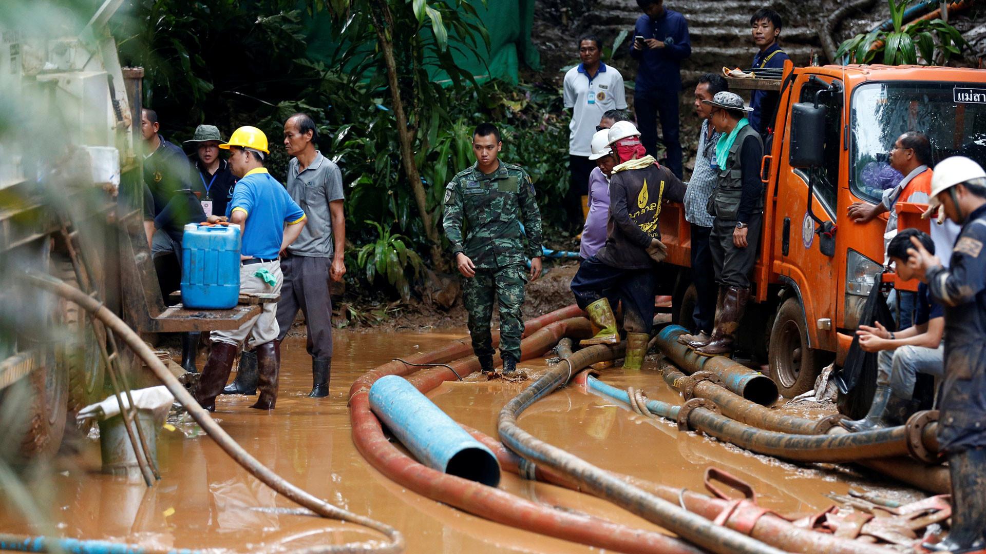 Evalúan estrategias para sacar a niños atrapados en cueva de Tailandia