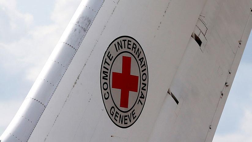 Obligan a aterrizar avión de la Cruz Roja que cambió su curso