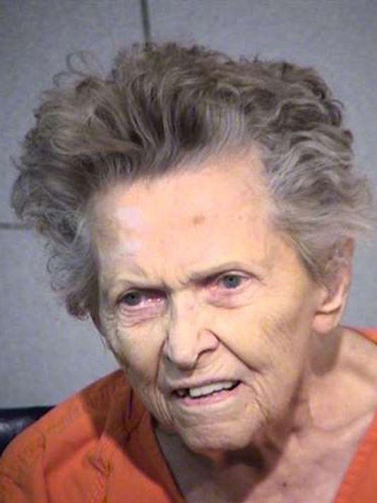 Abuela de 92 años mata a su hijo por querer enviarla al asilo