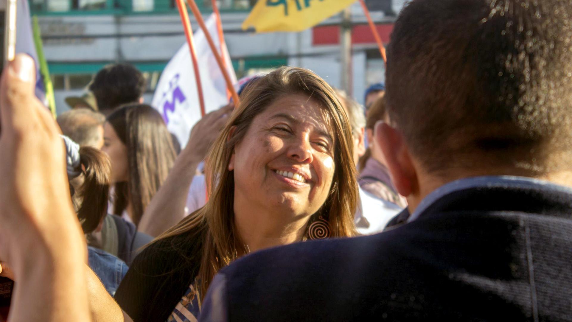Diputada Claudia Mix aclara sus antecedentes académicos tras aparecer mencionada en reportaje de La Tercera