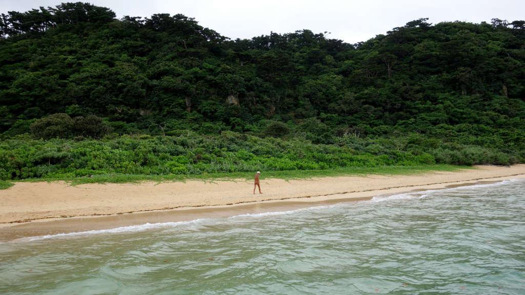 japonés vive solo en una isla