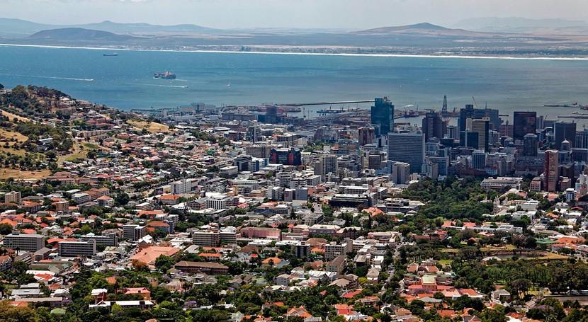 Sudáfrica abandonará su programa nuclear por problemas económicos