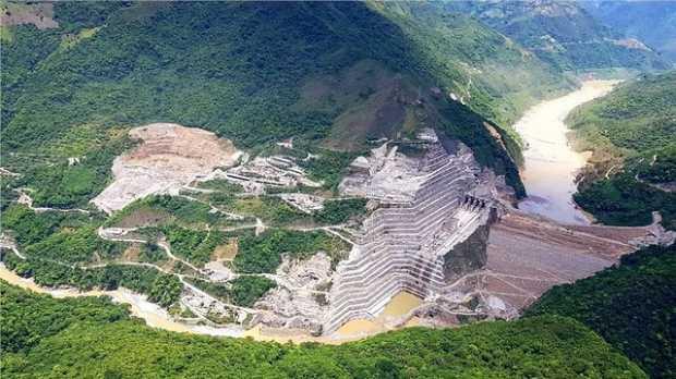 Ordenan detener obras y vaciar represa de Hidroituango