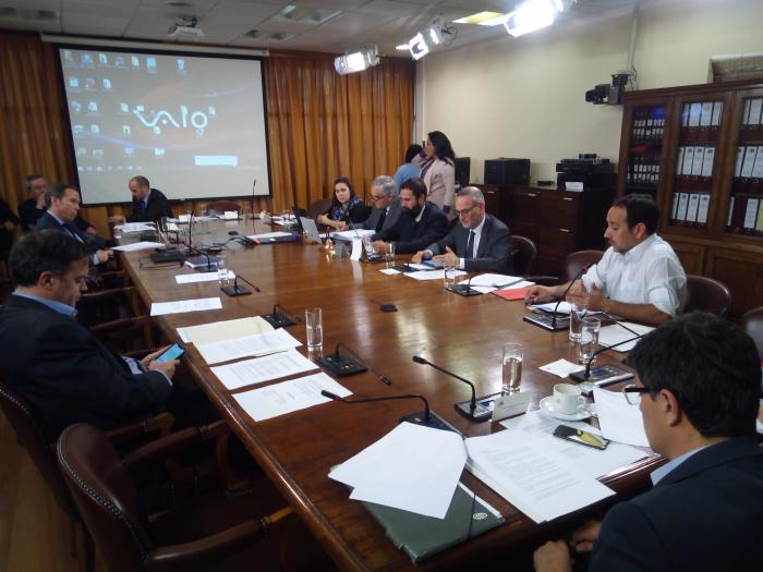 Congreso: Comisión de Constitución inicia debate para crear la Empresa Nacional del Litio