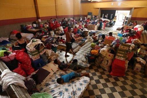 Damnificados permanecen en 16 albergues a un mes de erupción del Volcán de Fuego