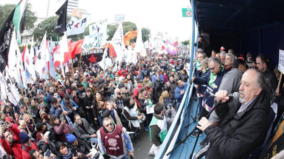 "Pueblo argentino declara persona ""non grata"" a la directora del FMI"
