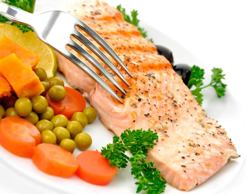 Consumir pescado y ácidos grasos disminuye las probabilidades de morir