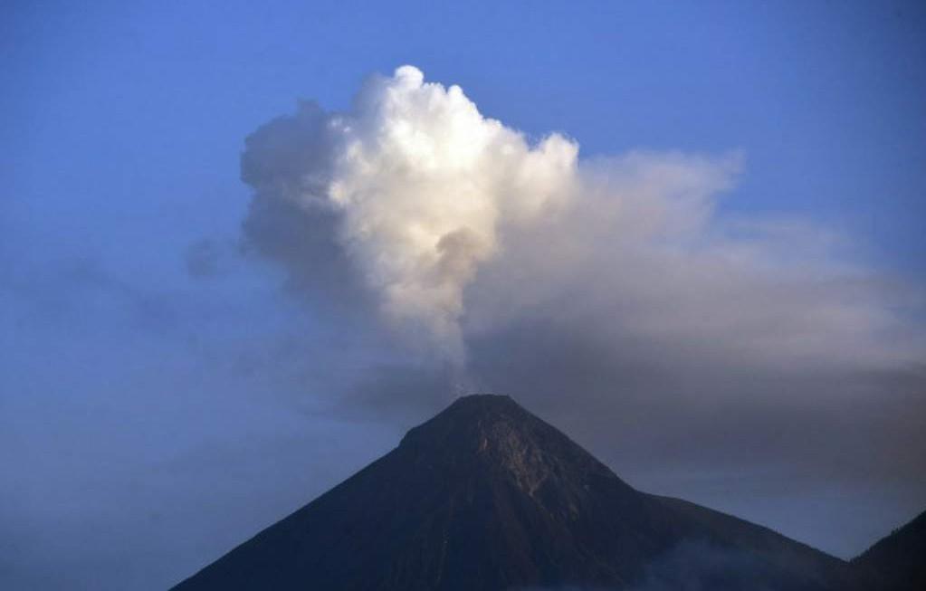 Registran explosión en el Volcán de Fuego de Guatemala