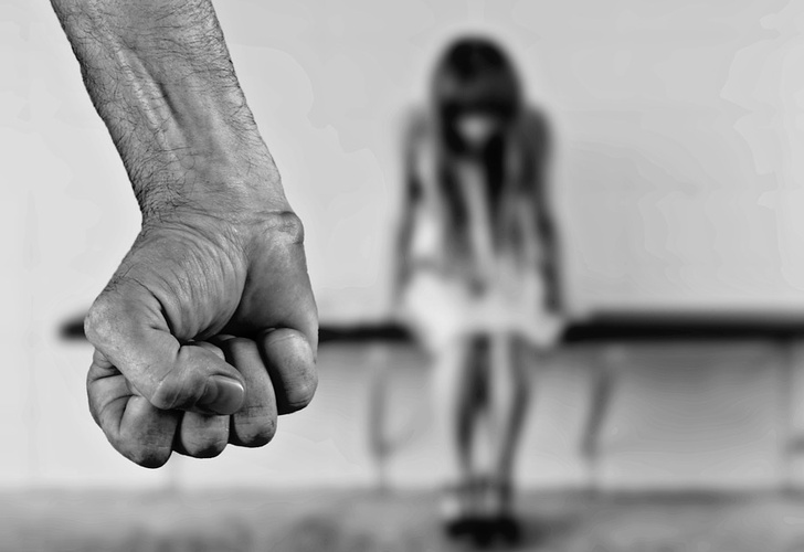 Ecuador: Sentencian a 13 de años de prisión a mujer que prostituía a sus hijas