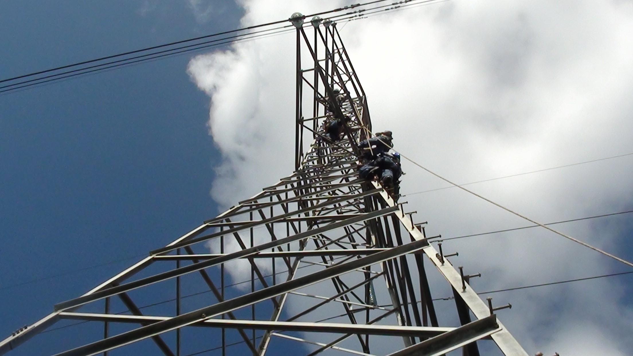 Panameños rechazan con paro y protestas subida de tarifa eléctrica