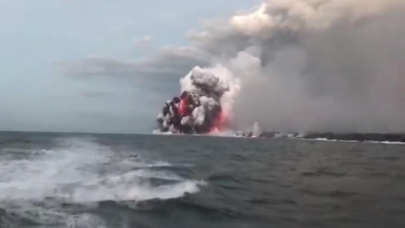 Bomba de lava de volcán hiperactivo en Hawái impacta un barco turista (+VIDEO)