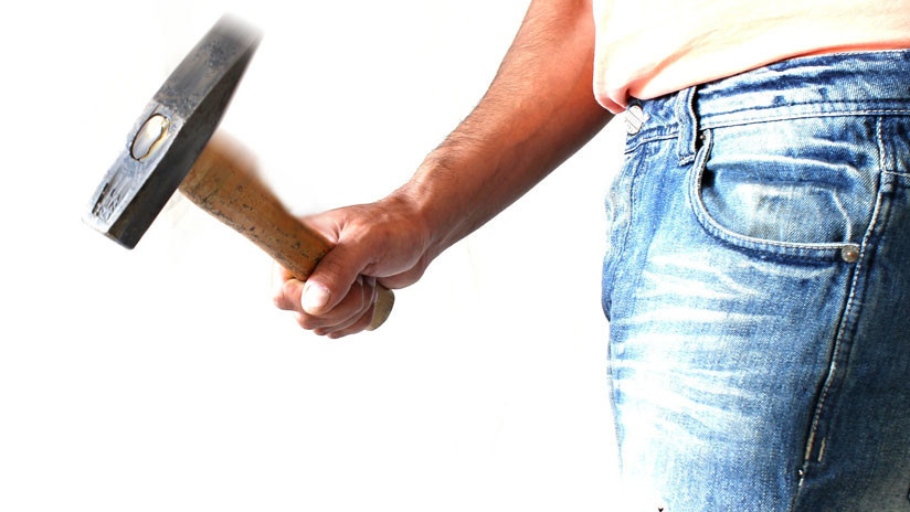 ¡Por venganza! Chino destruye con un martillo varios cajeros automáticos (+VIDEO)