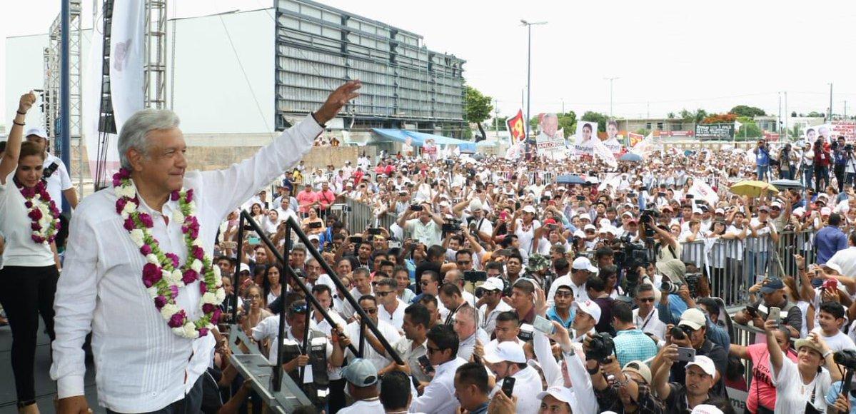 López Obrador se aleja de los lujos y renunció a ciertos privilegios