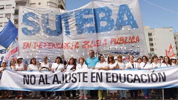 Docentes argentinos toman las calles contra la represión y recortes de Macri