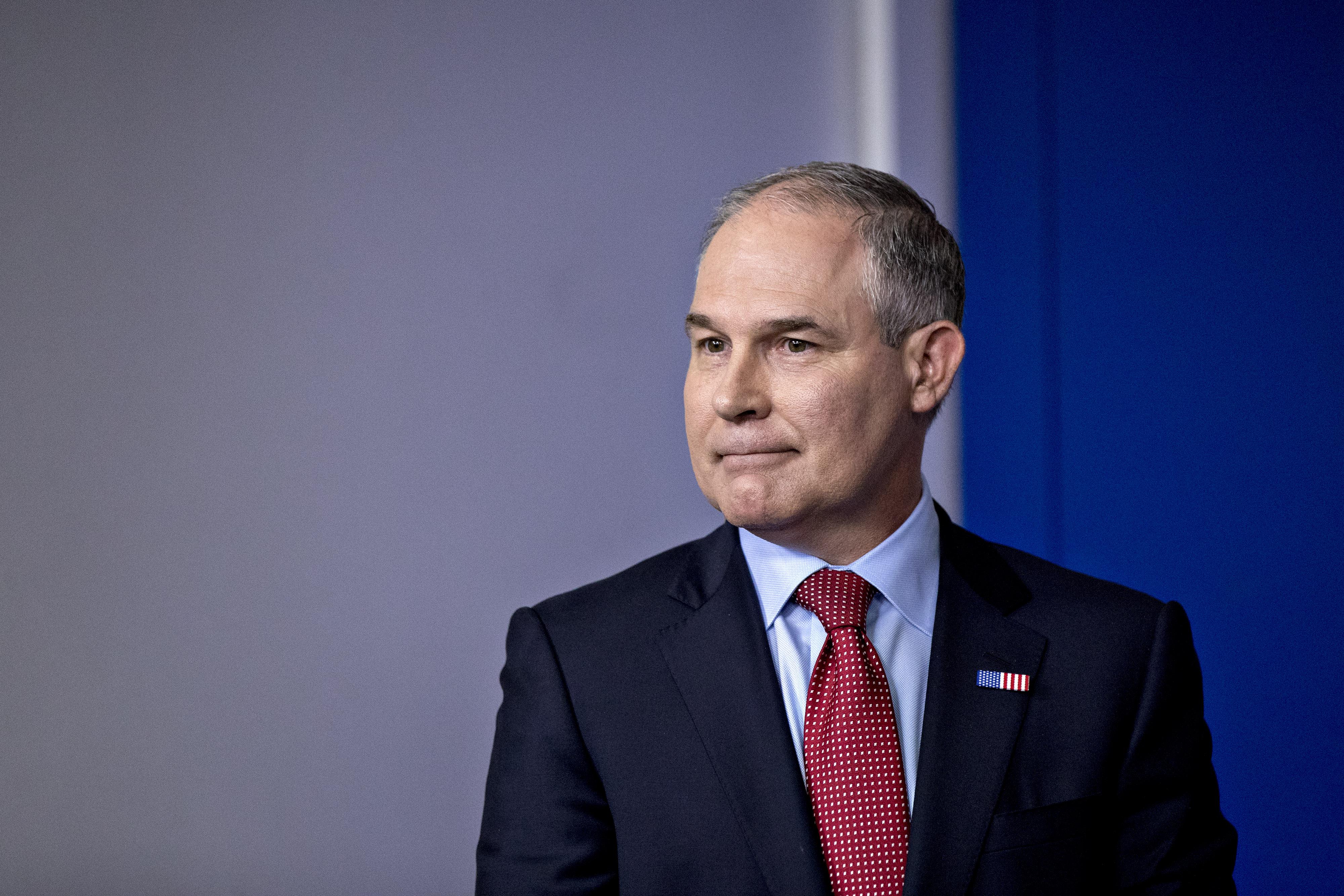 Escracharon a ministro de ambiente de EE. UU. en un restaurante