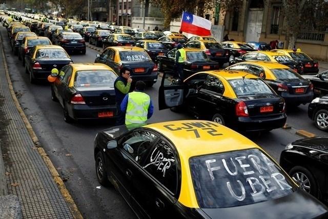 Santiago: Taxistas confirman manifestación en rechazo a proyecto que regula Uber y Cabify