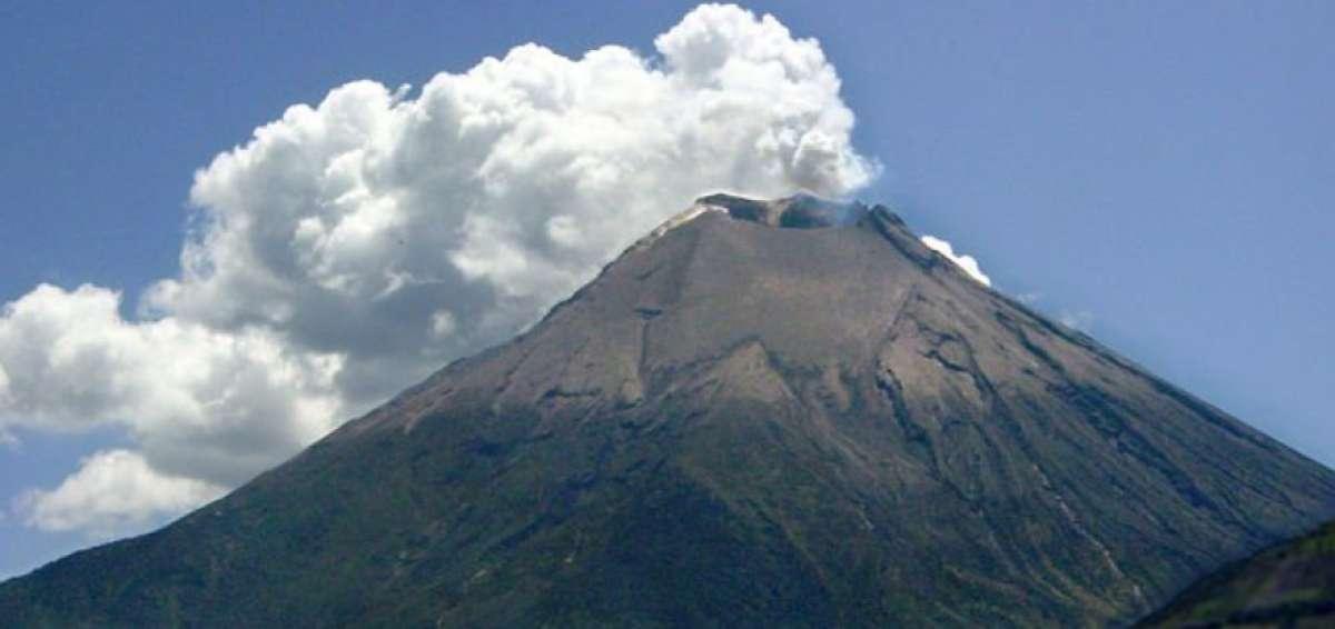 Volcán Reventador en Ecuador presentó alta actividad este domingo (+Video)