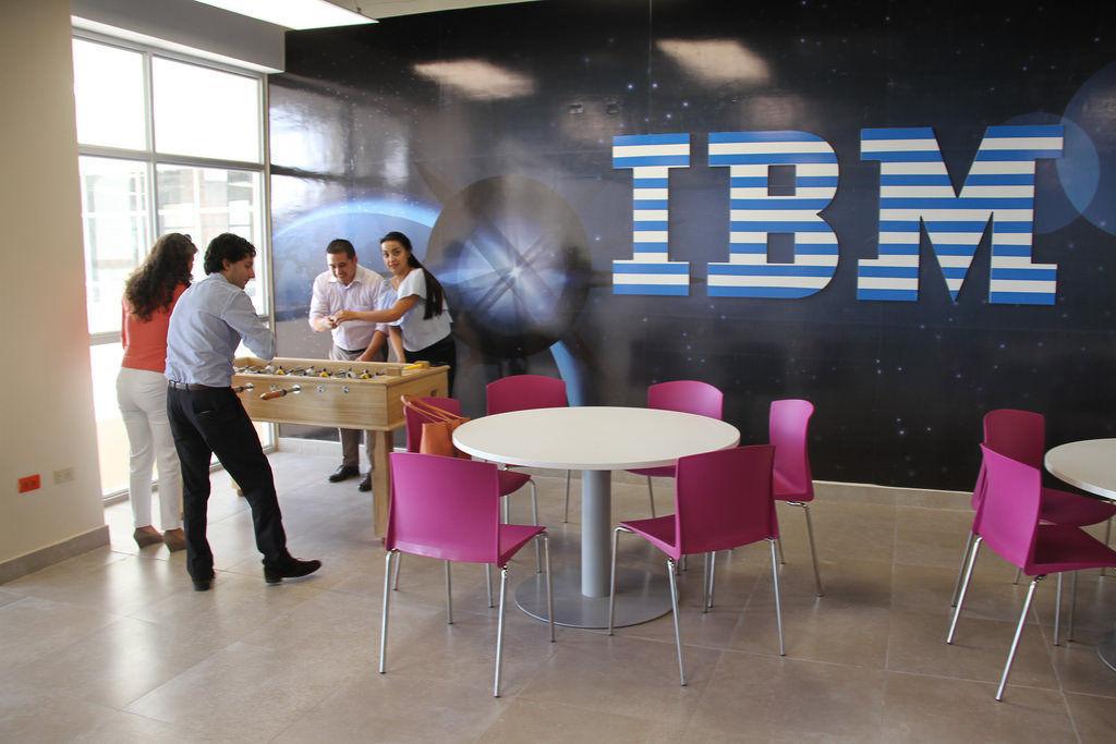 Entérate por qué Google, Apple e IBM no exigen título universitario a trabajadores
