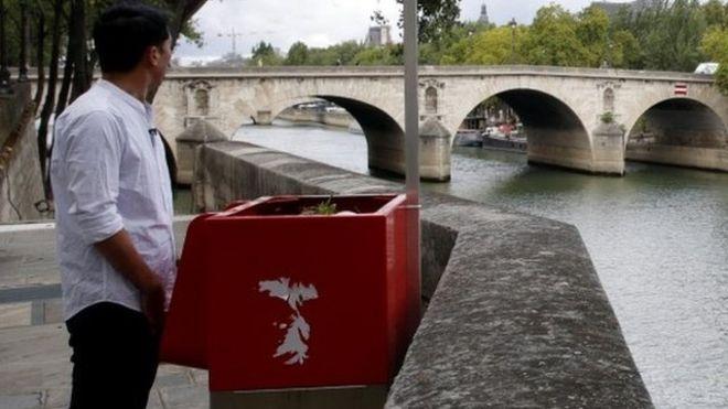 ¿Solo para hombres? Urinarios públicos ecológicos generan controversias en París