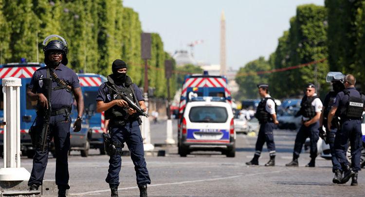 Dos muertos y un herido por ataque con cuchillo en un suburbio de París