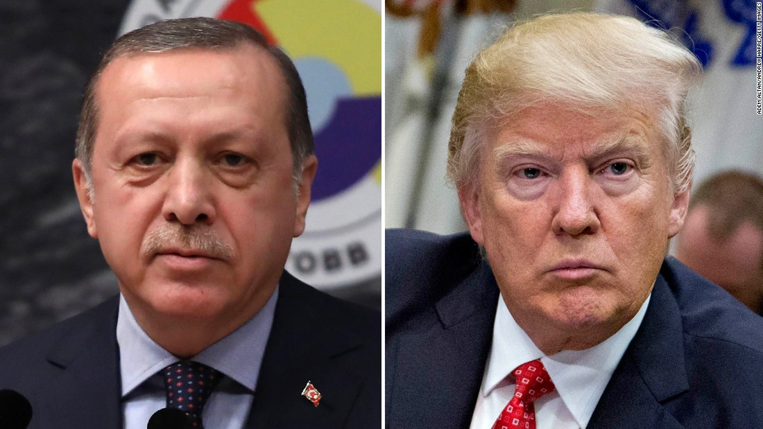 Erdogan ordenó congelar posibles bienes de dos funcionarios de EE. UU. en Turquía