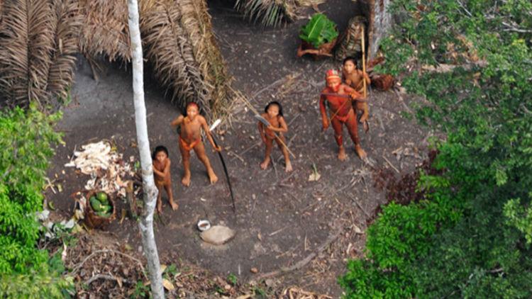 (Video) Dron graba la vida diaria de una tribu aislada en la Amazonía brasileña