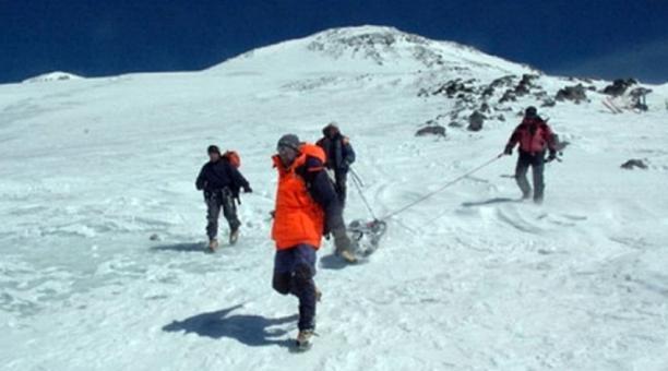 "(Vídeo) Cadáver de alpinista rusa fue encontrado como ""una muñeca de cera"""