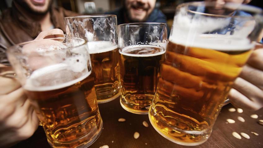 Estudio revela que consumir alcohol moderadamente reduce riesgos de enfermedades cardiovasculares