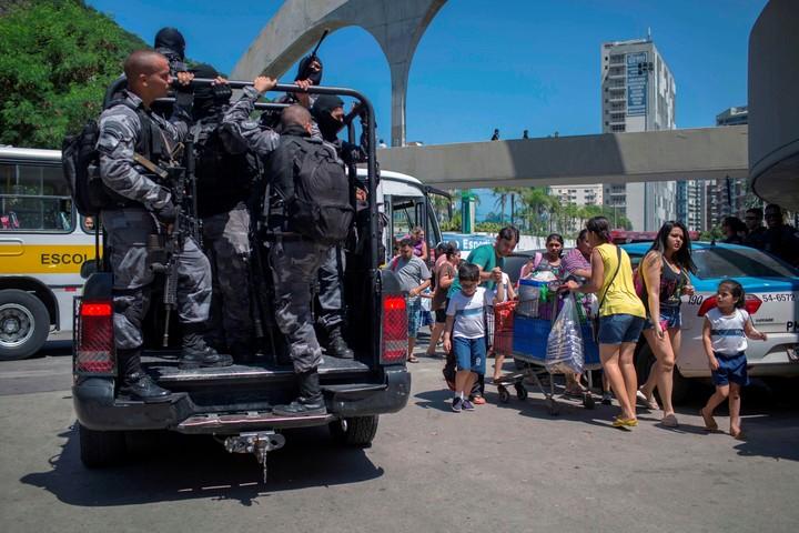 Crisis económica y de seguridad hunden a Río de Janeiro por medidas de Temer