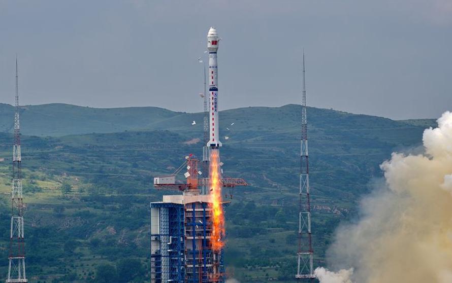 China considera mínimos los riesgos por la caída de restos de su cohete