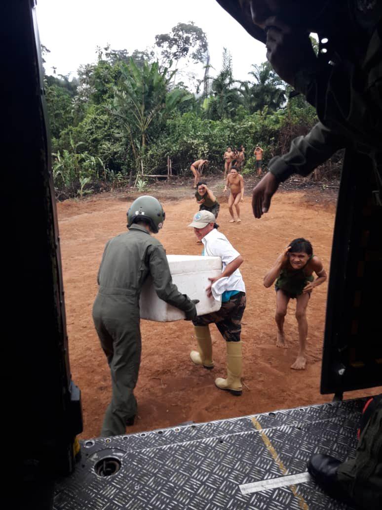 Vea cómo reciben alimentos comunidades indígenas del Amazonas afectadas por inundaciones