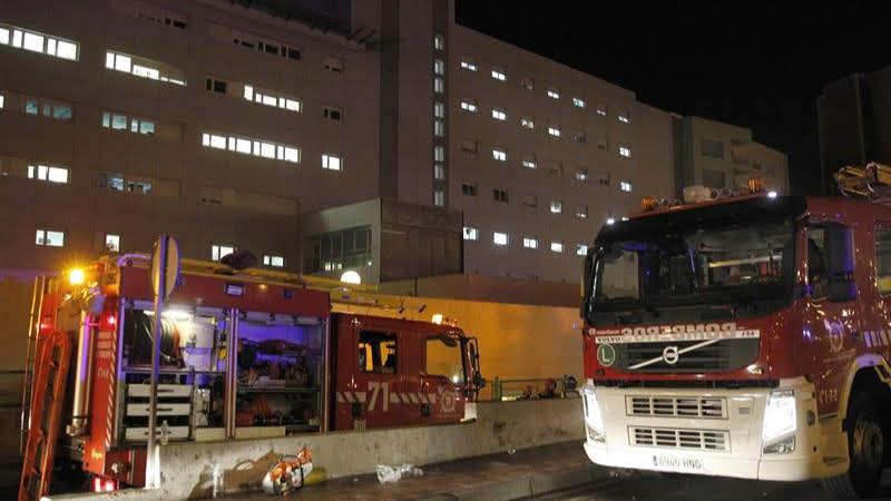 (+Video, fotos) Una mujer incendia un hospital en España por estar «cansada de esperar»