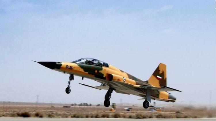 Irán presentó el primer avión de combate de fabricación nacional