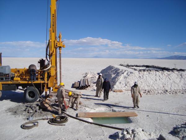 Bolivia y Rusia estudian contratos para ejecutar proyectos energéticos con litio