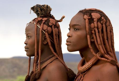 Las hermosas mujeres himba y sus milenarios secretos de belleza