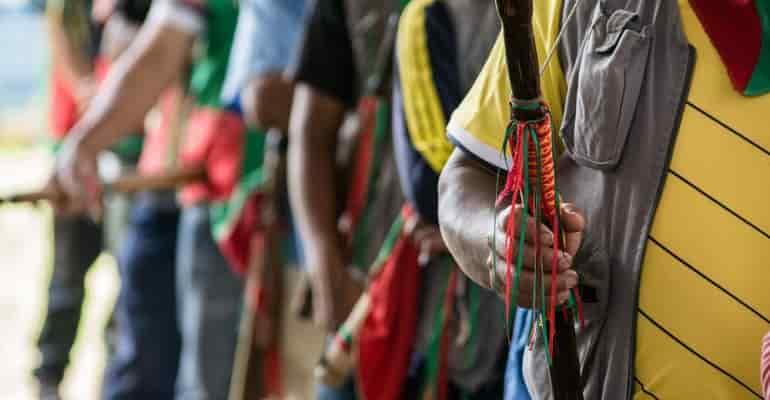 (video) Lucha a muerte entre dos comunidades indígenas en Colombia por tierras